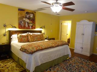 Comal Inn-Walking distance to Schlitterbahn, New Braunfels
