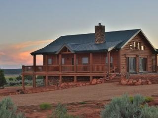 Luxurious Cabin in Southern Utah, Sleeps up to 21, Kanab