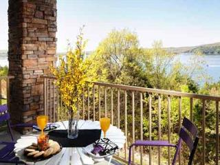 Table Rock Lake Condo Upper Level - 4 Bedroom