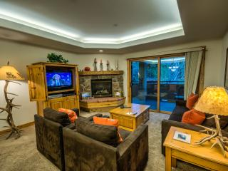 Beautiful Condo, Great Amenities, Walk to Ski Base, Steamboat Springs