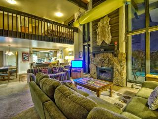 Spacious Mountain Condo! Book 4 Nights Get 1 Free!, Steamboat Springs