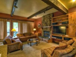True Ski In/Out Townhome, Book 4 Nights Get 1 Free, Steamboat Springs