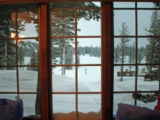 Ski in/Ski Out Condo at Canyon Lodge -Sleeps 8, Lagos Mammoth