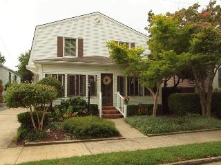 Pet Friendly! Large 5BR Home 3rd Ocean Block, Rehoboth Beach