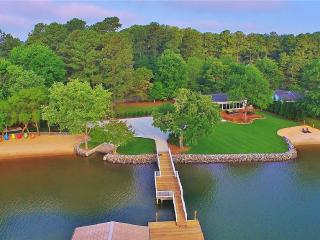 Upscale Resort - Completely Remodeled!, Lake Norman