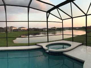 Executive Large Modern 7 Bed House with Pvt. Pool, Kissimmee