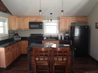 Comfortable cozy home. Ten minutes to downtown.
