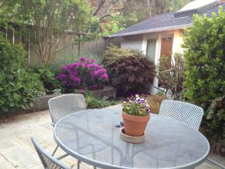 Garden Cottage Btwn Sf/Wine Country Walk Downtown, San Rafael