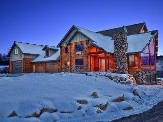 BEAUTIFUL LOG HOME TO ENJOY YOUR FAMILY AND FRIEND