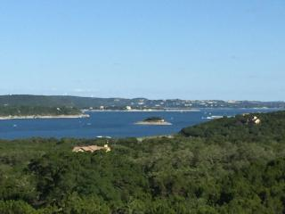 Lake Travis is UP! Gorgeous Villa, Lago Vista
