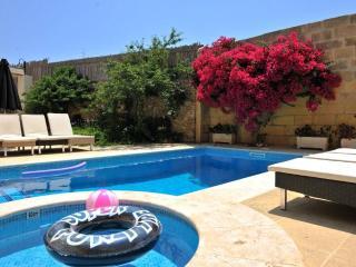 Charming B&B Dar ta Zeppi ; ' Red rose ' residence ensuite.