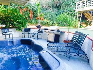 4BR LA Retreat with Garden Hot Tub, Los Ángeles