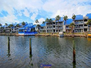 Come Enjoy this 3 bedroom Waterfront condo with a great Sunset View!, Corpus Christi