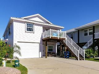 Naughty Monkey, 4/3 community pool, 2 kitchens, sleeps 16!, Port Aransas