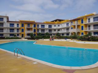 Ground floor 1 bed apartment with pool view, Santa María