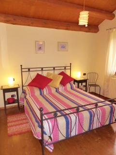 Rondine apartment with wrought iron king size bed