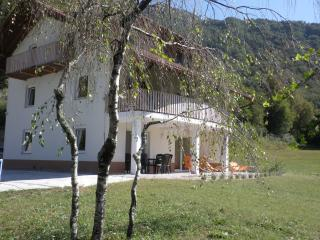 SOČA HOUSE - FIRST FLOOR APARTMENT - NEW FOR 2016, Kobarid