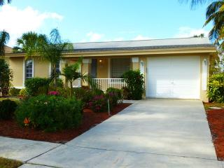 Prime location! Family/pet friendly, private pool, Marco Island