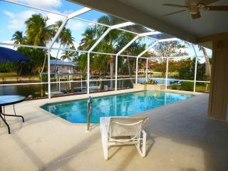 Prime location! Family/pet friendly, private pool