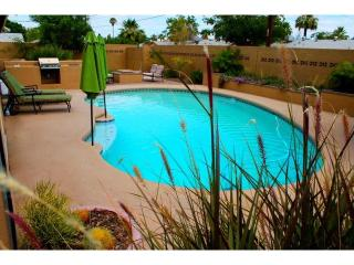 Prime Oldtown Location- Heated Pool/Spa/Sleep10, Scottsdale