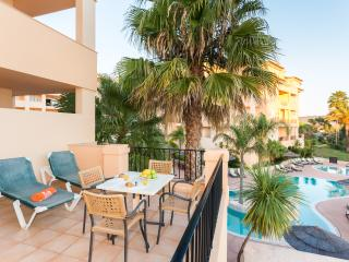 1 Bedroom apartment with shared sw pool in Luz