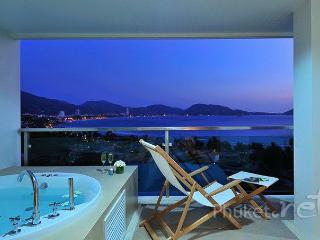 Sea View Apartment with Jacuzzi in Kalim, Patong