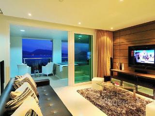 Sea View 3-Bed Apartment w/ Plunge Pool, Patong