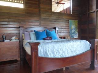 Ocean view king suite in artist's eco villa, Isla San Cristobal