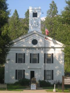 The Mariposa Courthouse is the oldest courthouse west of the Mississippi River!