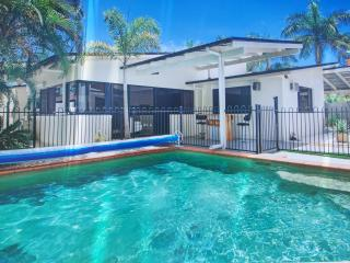 Resort style, gym, bar, games, pool, aircon, fox.., Buderim