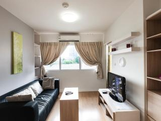 Cozy Apt. 5min to BTS,FAST FREE WiFi,1bdrm, Secure, Bangcoc