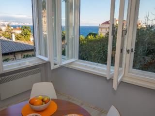 Sea view Apt in Villa Opatija center