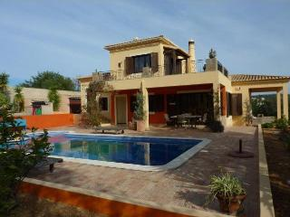 Very stylish villa with large swimming pool