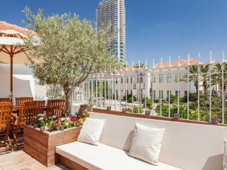 Perfect Holiday apartment with Deck and Parking, Tel Aviv
