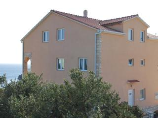 Apartment villa Lunaris A2, Maslinica