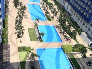 Fully Furnished Condo @Sea Residences - MOA View