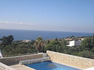 STUNNING 5 BED 5 BATH VILLA HEATED POOL A/C WIFI