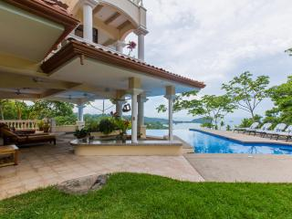 Casa Bella Vista Luxury Mansion with Postcard View, Manuel Antonio National Park