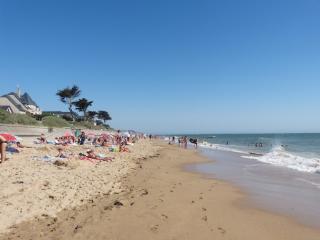 Les pieds dans l'eau. Accès direct plage. Internet