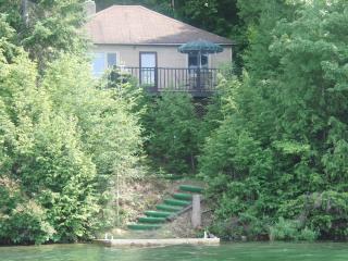 Sundance Cottage on Beautiful Clear Lake in Muskoka