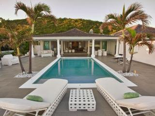 The White pearl villa with private beach, jacuzzi and pool, St. Maarten-St. Martin
