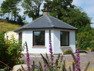 Unique cottage in peaceful setting, Bantry