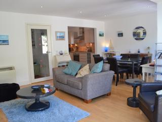 Stunning 3 bedroom home 5 mins walk from the beach, Polzeath