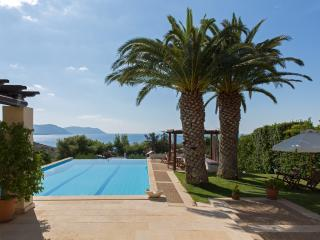 Beautiful villa-private pool-150m from the beach