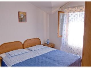 Family friendly Blue apartment in a peaceful bay, Vinisce
