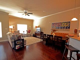 Downtown Plano Townhome - Big as Texas!