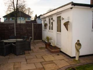 Detached modern double room with ensuite bathroom, Orpington