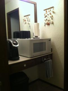 'Kitchenette' w/lg microwave, toaster, Kuerig coffee machine, Eurofridge not shown-very clean!
