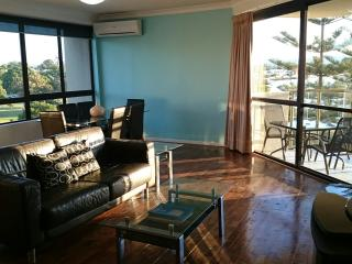 2 Bedrooms 2 Bathrooms with River Front View 003, Surfers Paradise