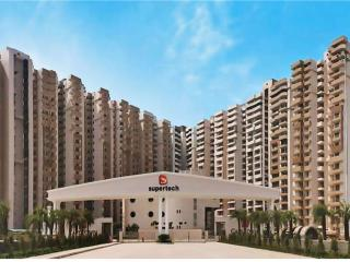 Well furnished 3 BHK Apartment with meadows view, Noida